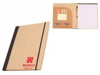 Pasta reciclada com bloco, caneta, porta cartao e post it. Bloco 25 contém folhas.